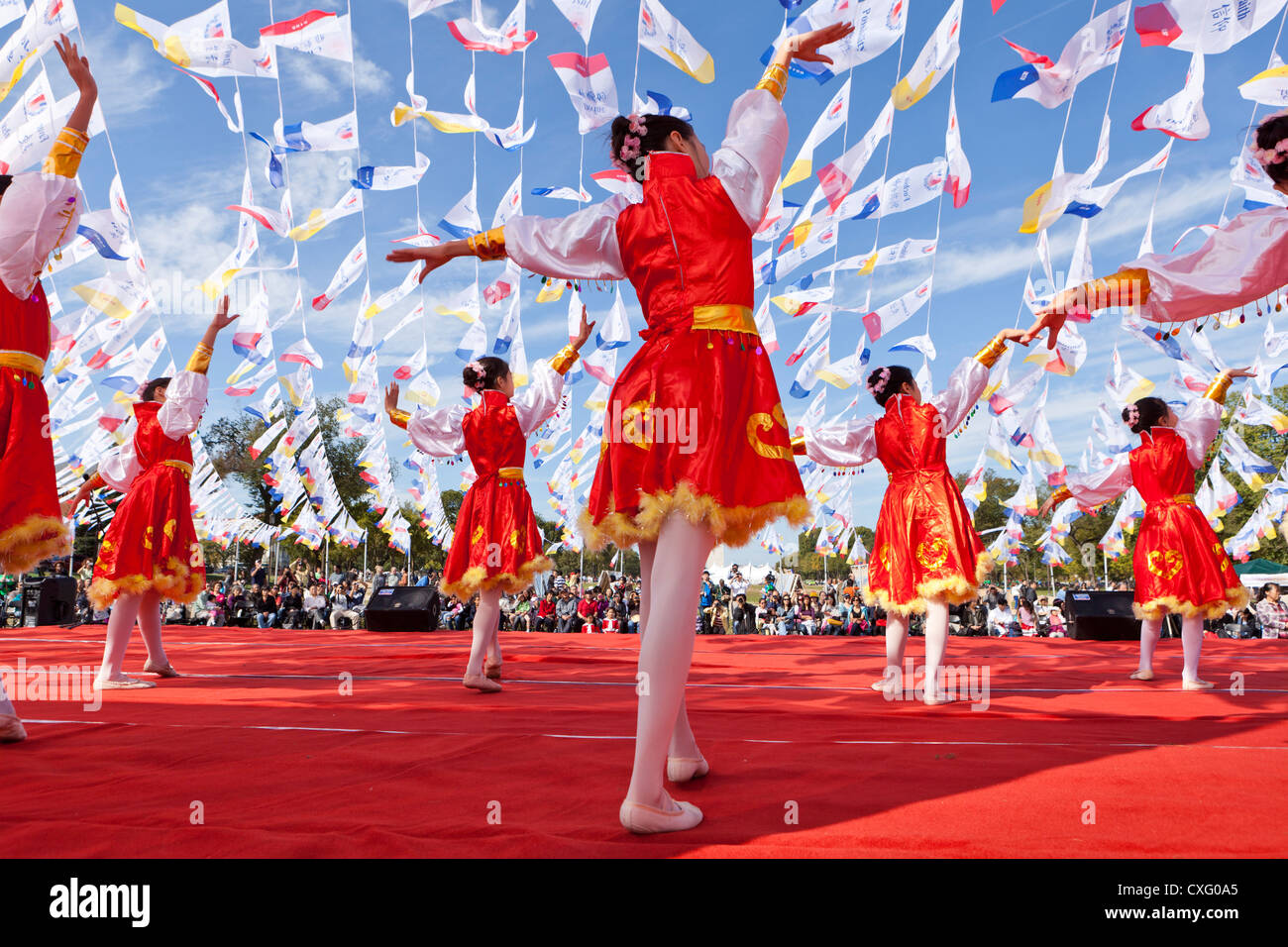 Chinese girls dancing on stage at a festival - USA - Stock Image