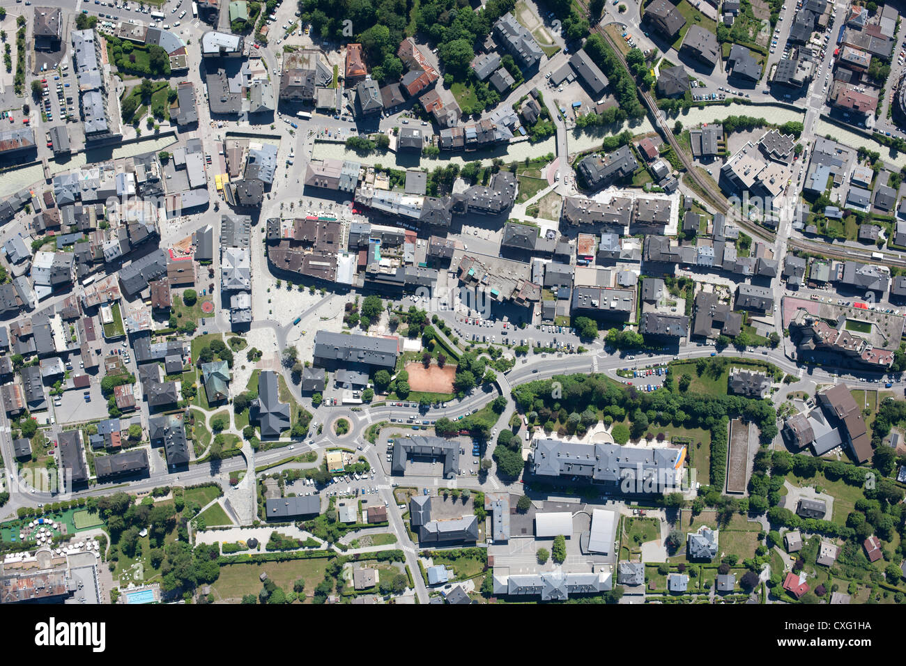 CHAMONIX (vertical aerial view). The city center and the Arve River. Haute-Savoie, Rhône-Alpes, France. - Stock Image