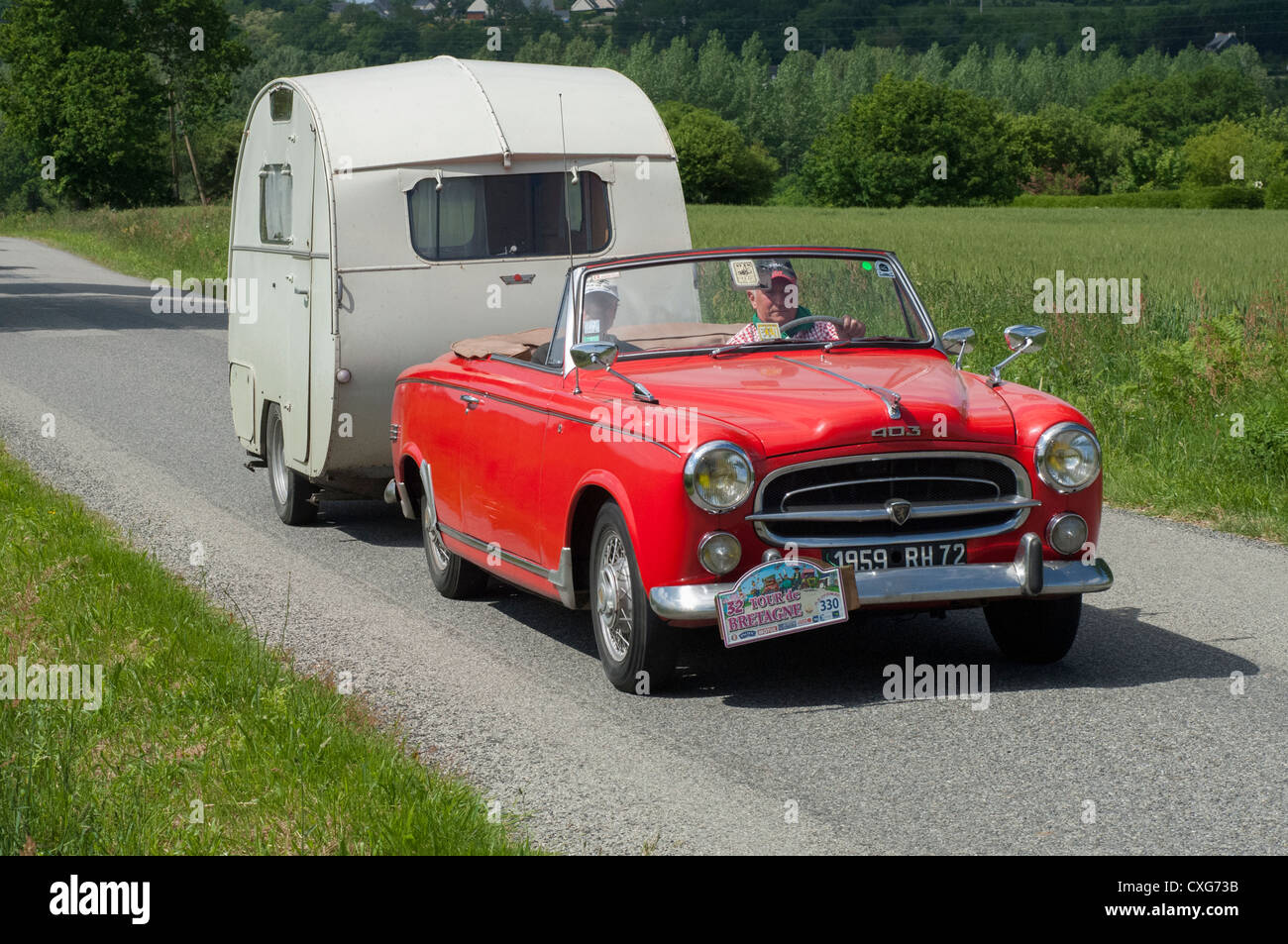 Lieblings Peugeot 403 Cabriolet and Escargot caravan of 1959 in the Tour de @NO_95