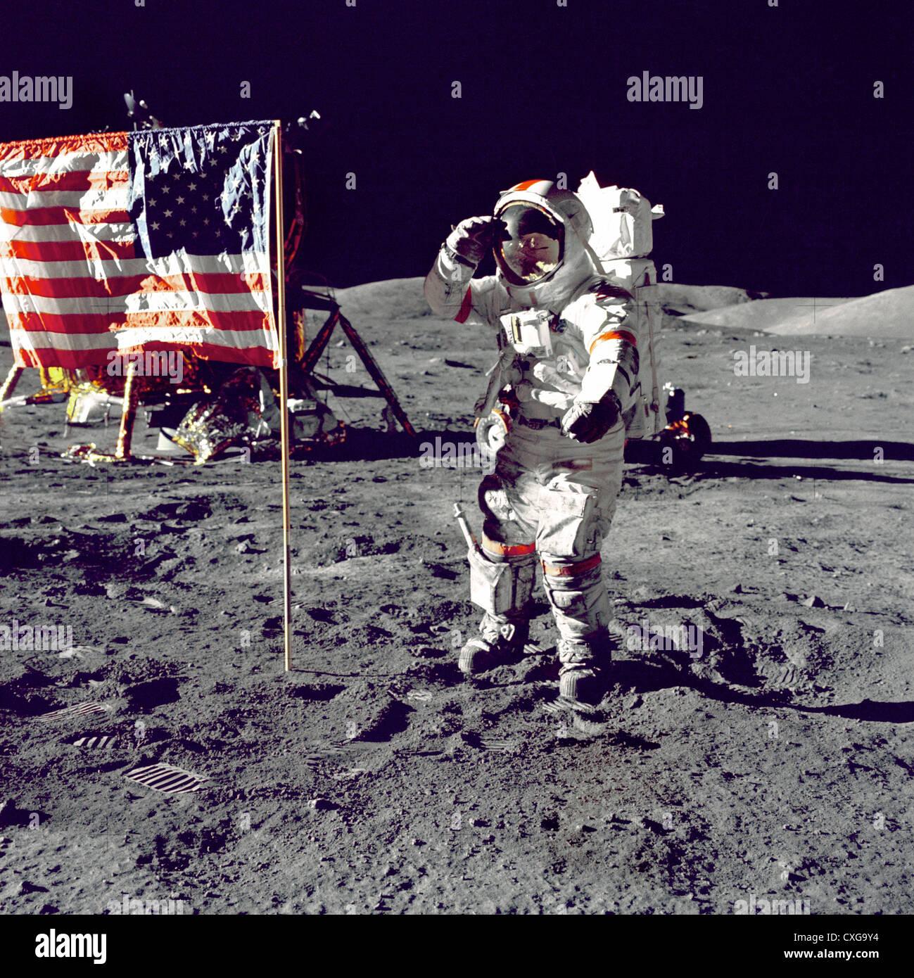 NASA Astronaut standing on moon saluting American flag - Stock Image