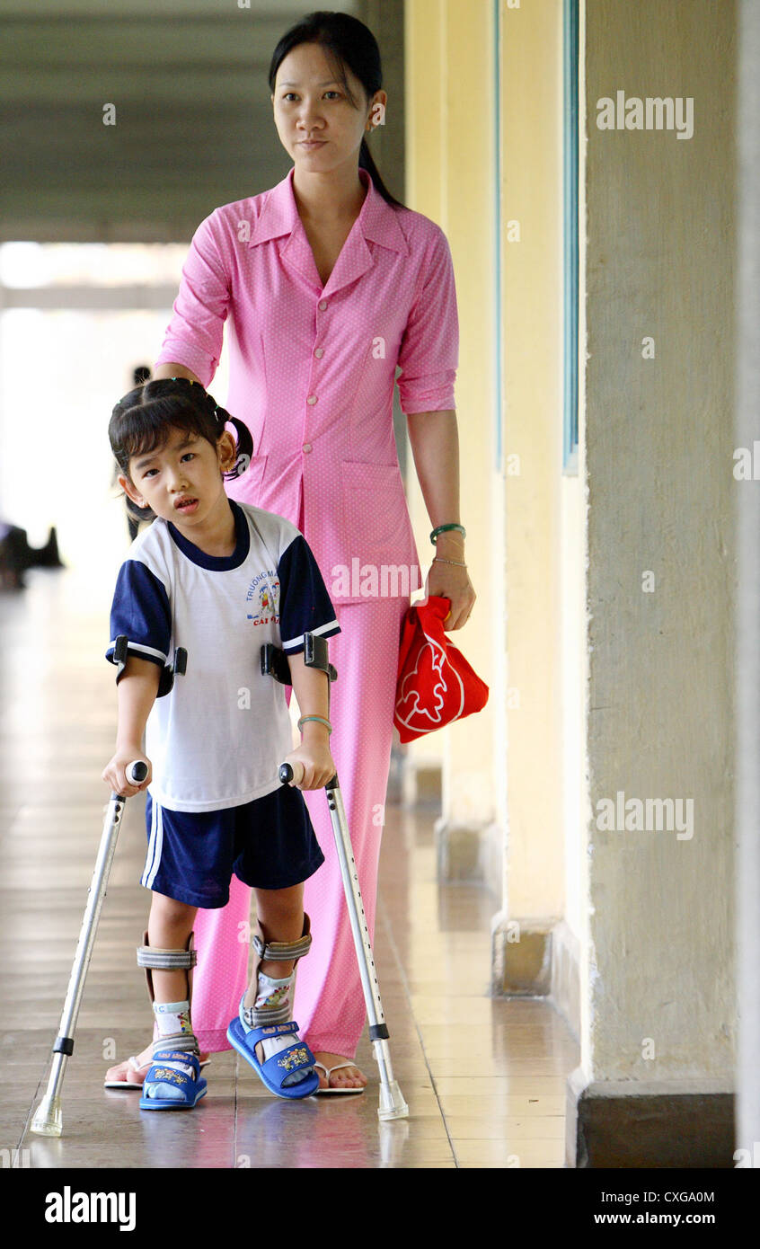 In a hospital a mother accompanied her daughter, which is supported on crutches - Stock Image
