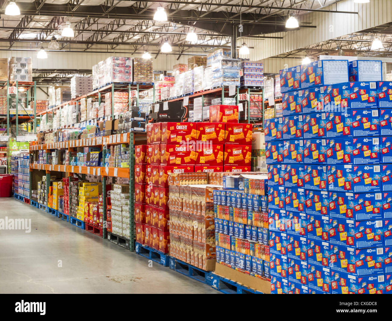 Costco Wholesale Warehouse Store Stock Photo: 50763560 - Alamy  Costco Wholesal...
