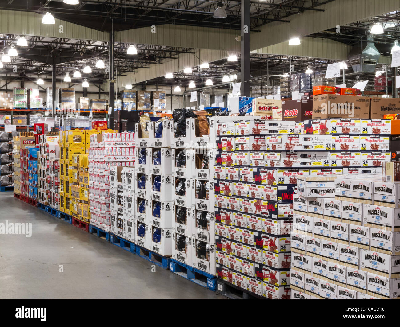 Costco Wholesale Warehouse Store Stock Photo: 50763756 - Alamy  Costco Wholesal...