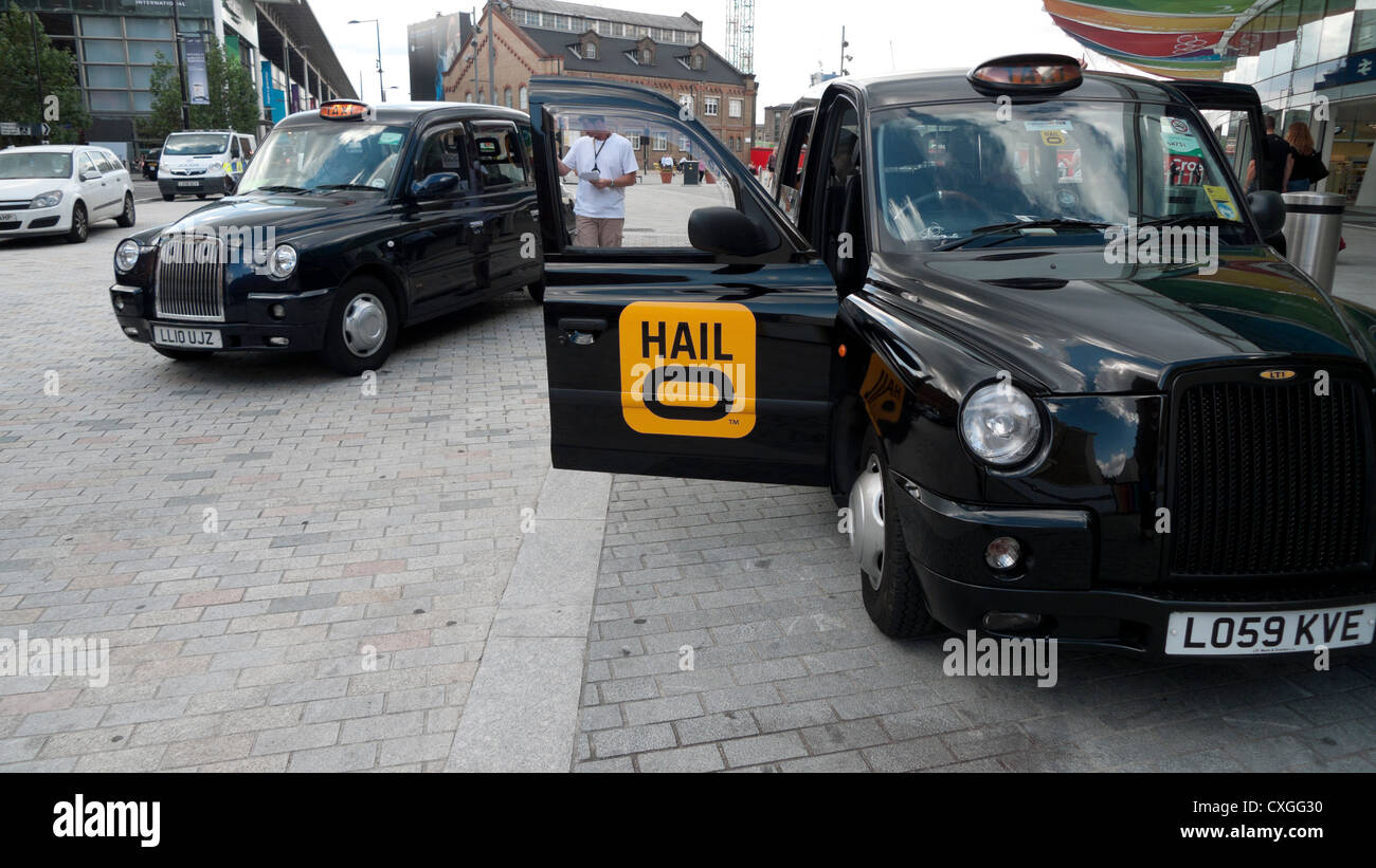 Black taxi cabs outside St Pancras and King's Cross Train Stations London England UK KATHY DEWITT - Stock Image