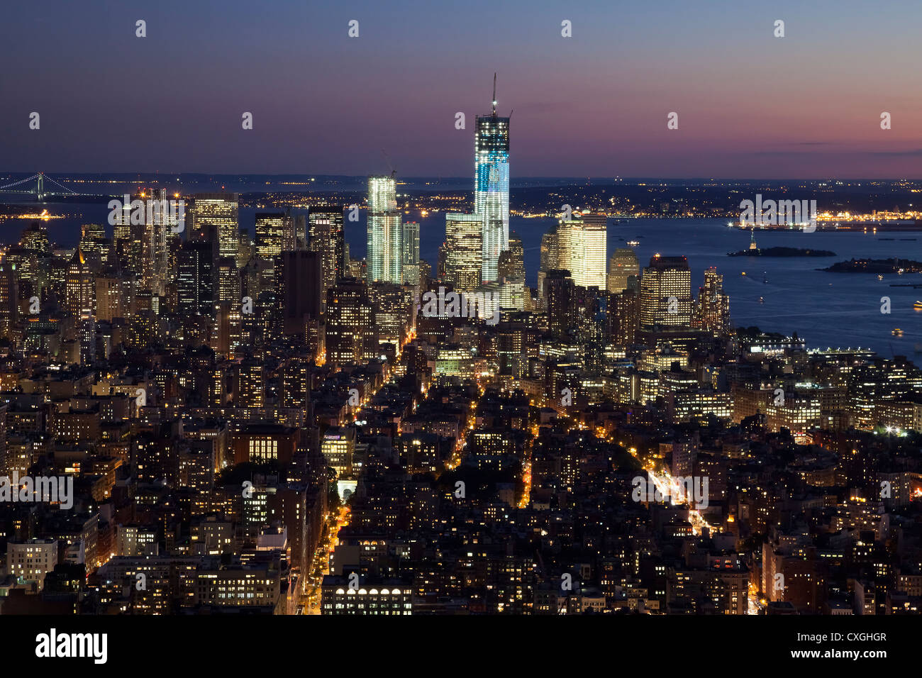 The New York City skyline at twilight w the Freedom tower - Stock Image