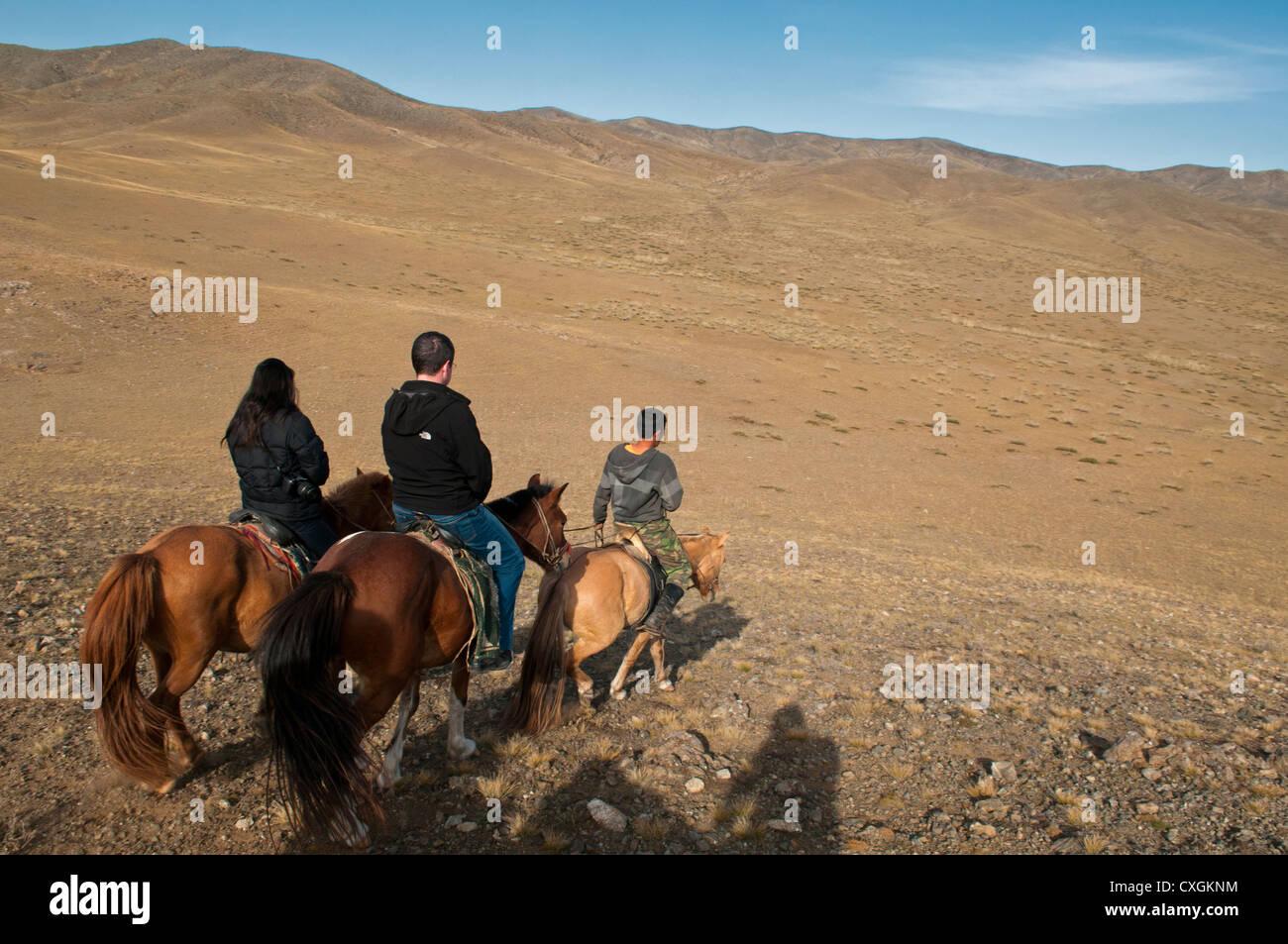 horse riders in the Gobi Desert of Mongolia - Stock Image