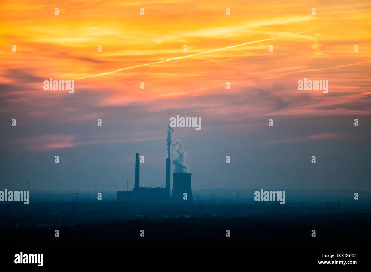 Sunset at STEAG coal power plant Voerde. 2157 megawatts. Niederrhein Voerde, NRW, Germany, Europe. - Stock Image