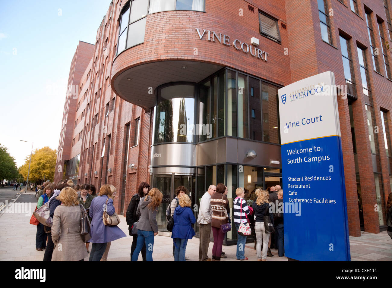 Visitors on a uni open day to Vine Court, student accommodation at University of Liverpool, UK - Stock Image