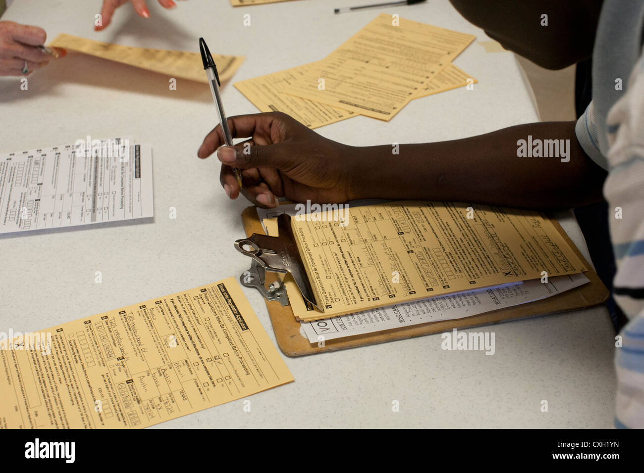 Parent volunteers conduct a voter registration drive for 18-year-olds at high school in Austin, Texas - Stock Image