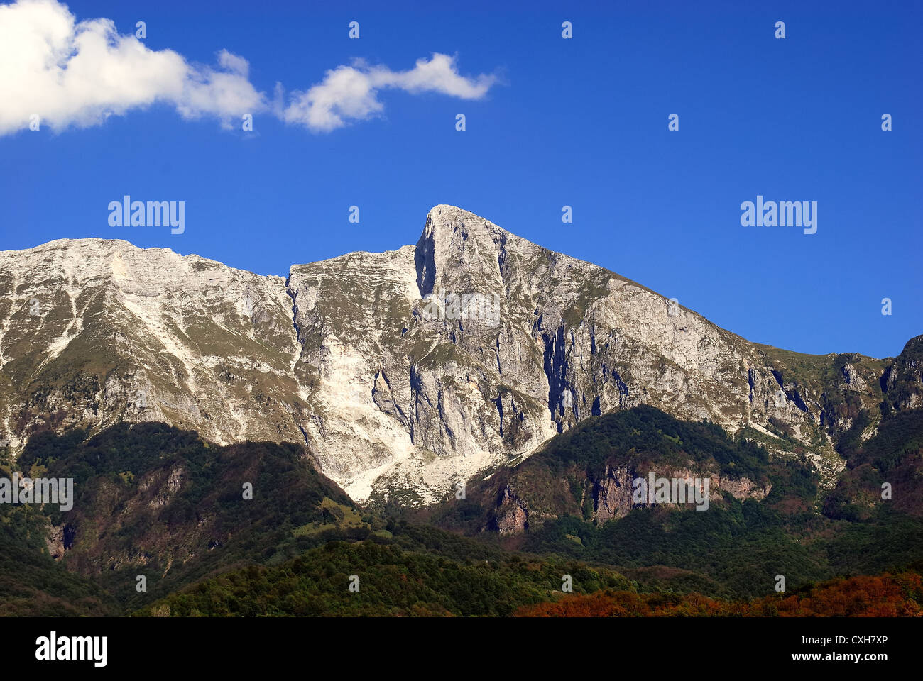 Slovenia : Mount Krn seen from Kobarid.  Mount Krn  was the scene of fierce battles during the World War One. - Stock Image