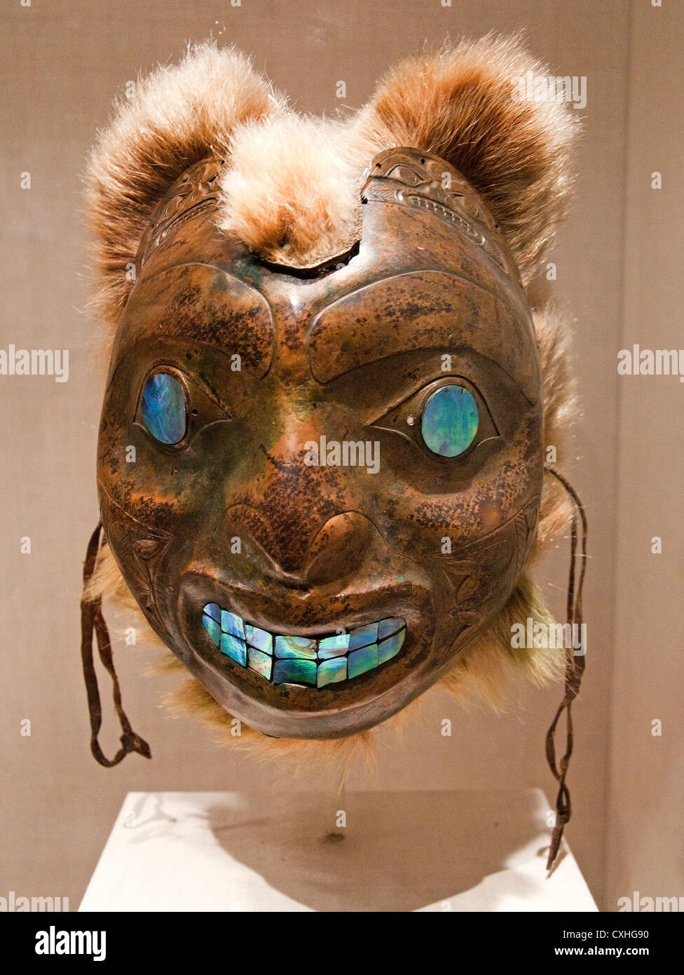 Sea Bear Mask culture Haida 19th century Canada British Columbia Copper haliotis shell fur 30.5 cm - Stock Image