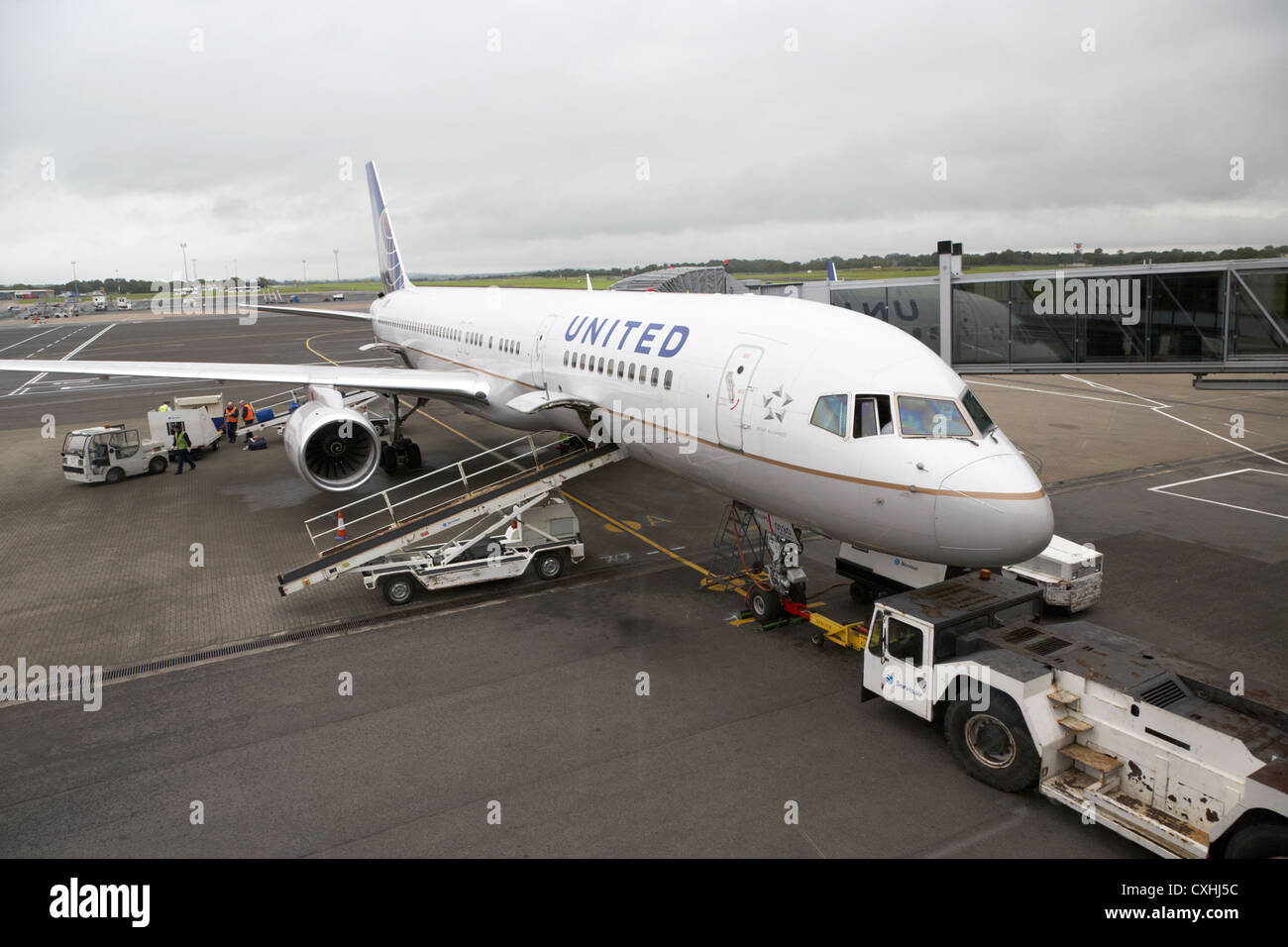 tug at front of United Airlines Boeing 757 at Belfast International Airport - Stock Image