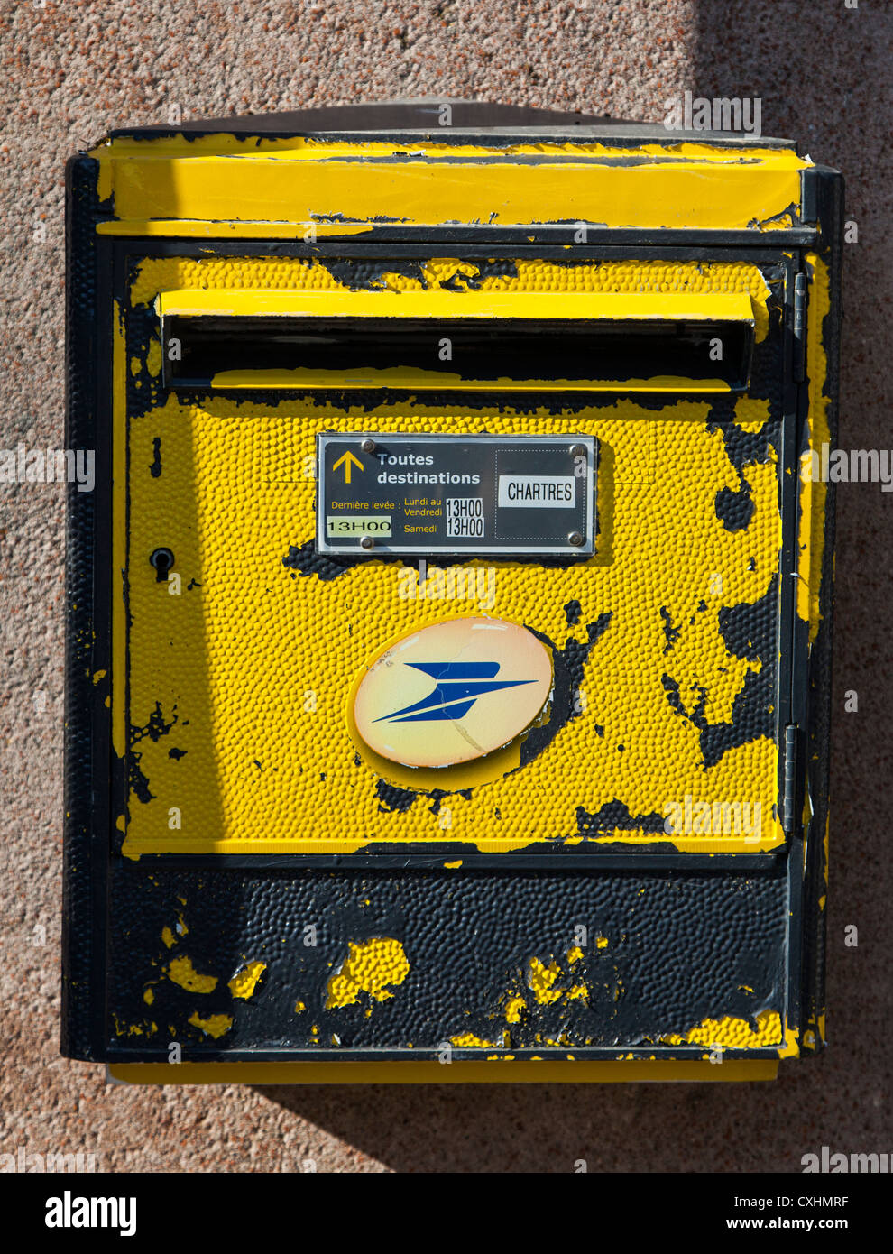 Tatty old French yellow post letter box, Chartres, Loire, France - Stock Image