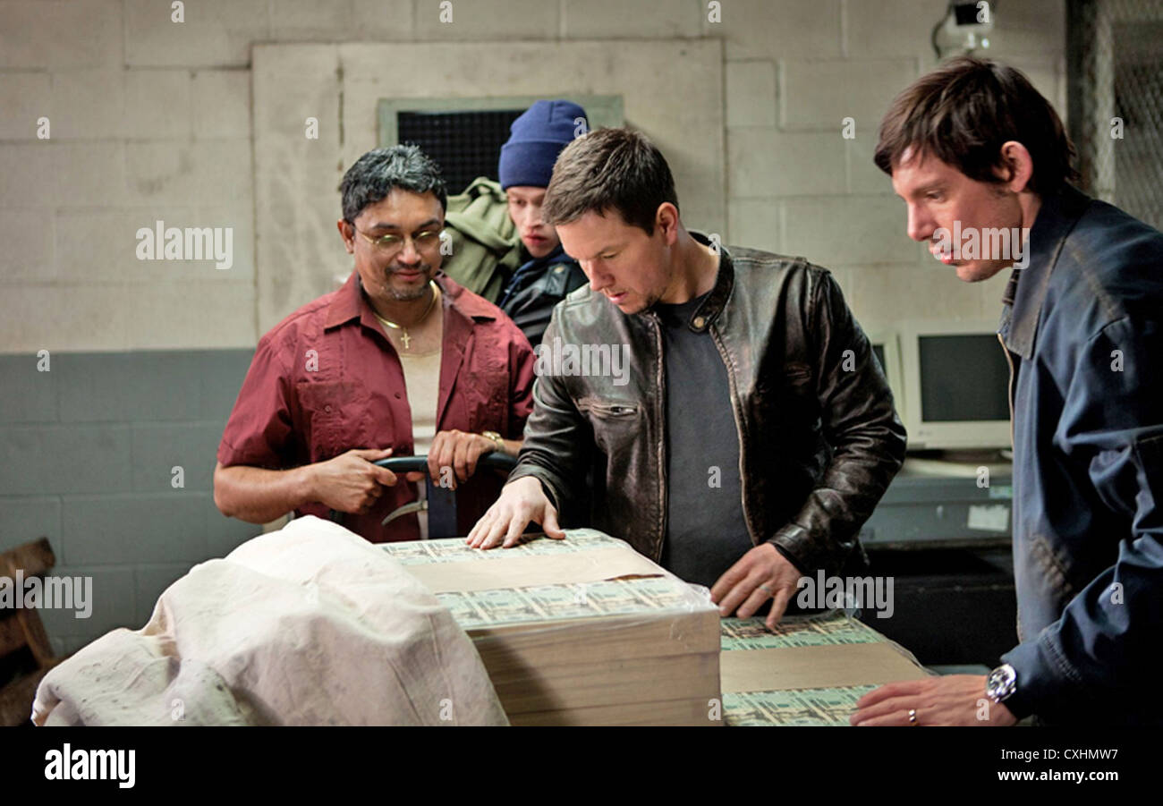 CONTRABAND 2012 Universal/Working Title film with Mark Wahlberg (centre) and Luke Haas at right - Stock Image