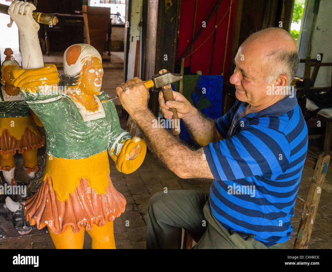 Wood carver Miguel Angel Romero works on a piece in his shop in Piribebúy, Paraguay. - Stock Image