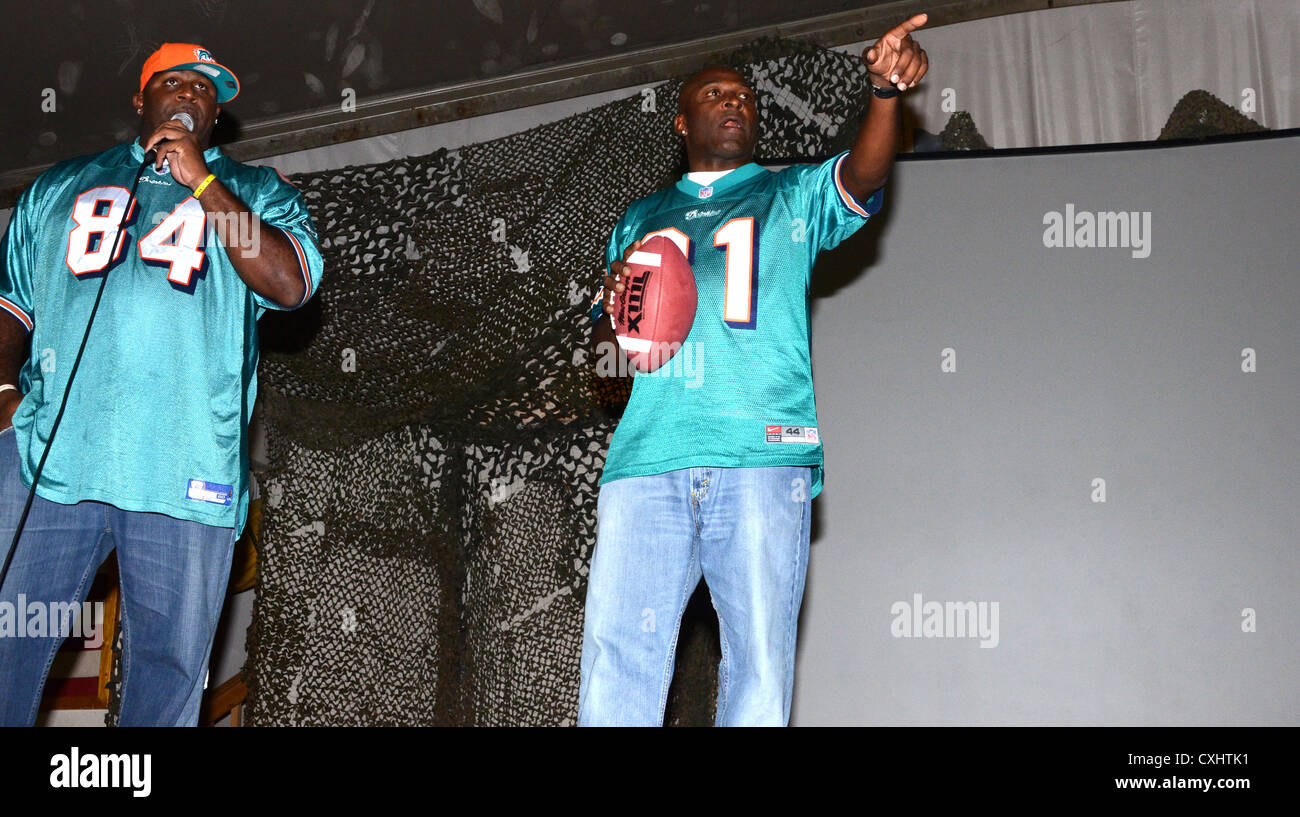 Miami Dolphins alumni Troy Drayton (left) and O.J. McDuffie entertain the troops at Bagram Airfield, Afghanistan, - Stock Image