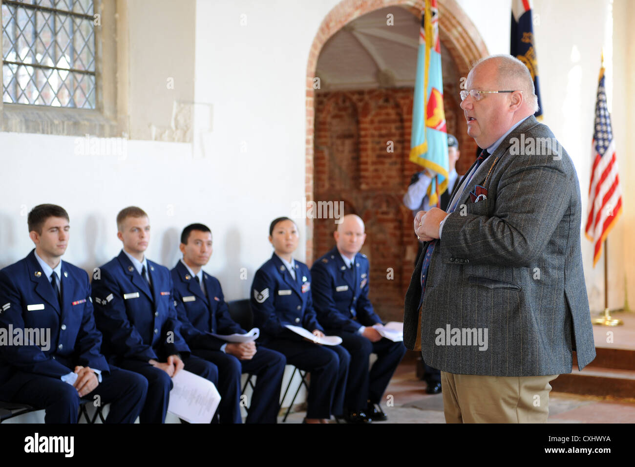 EAST HORNDON, England—Honorable Eric Pickles, Member of Parliament, speaks while Airmen assigned to RAF Mildenhall - Stock Image