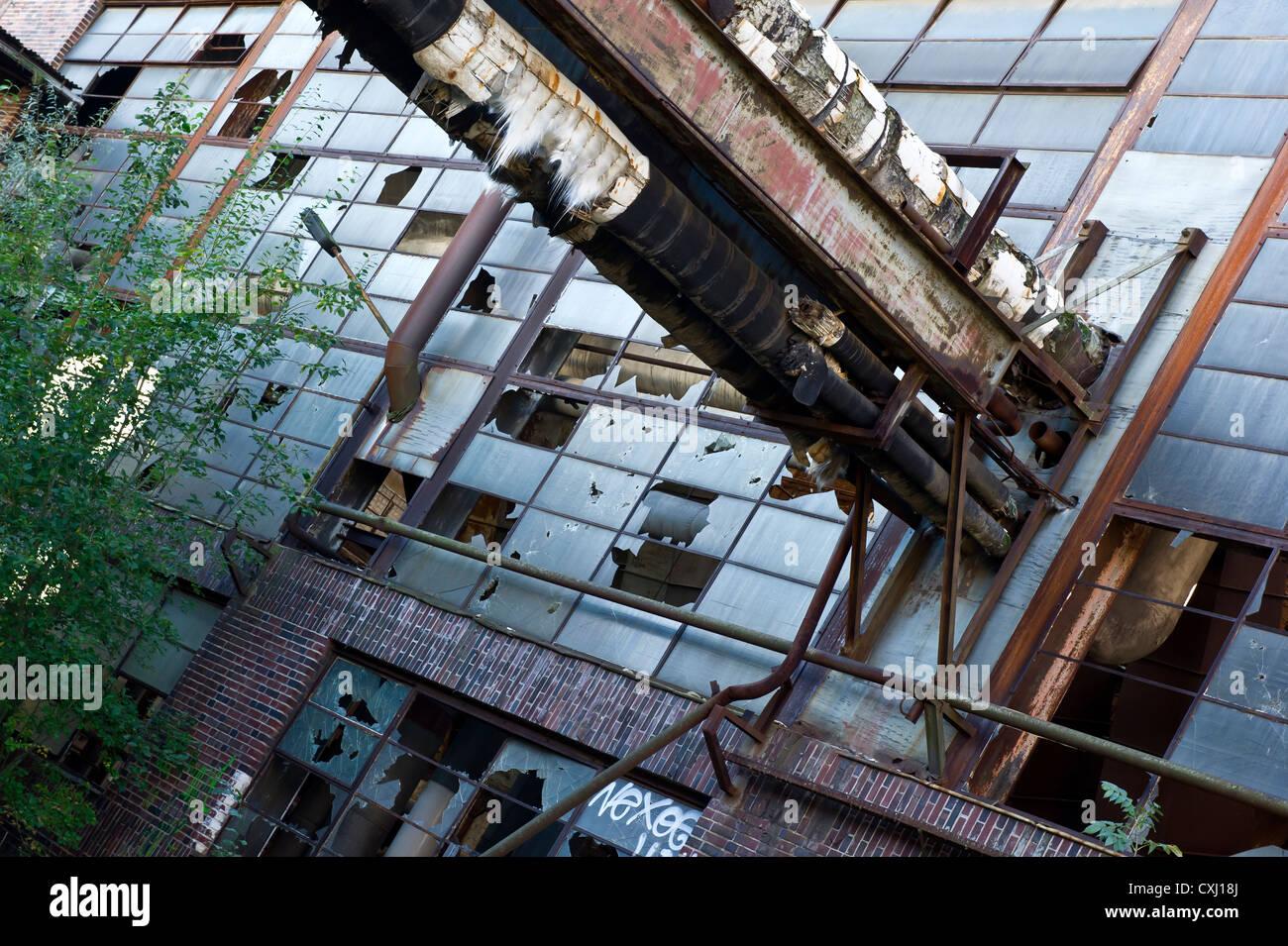 abandoned powerplant with damaged asbestos isolation - Stock Image