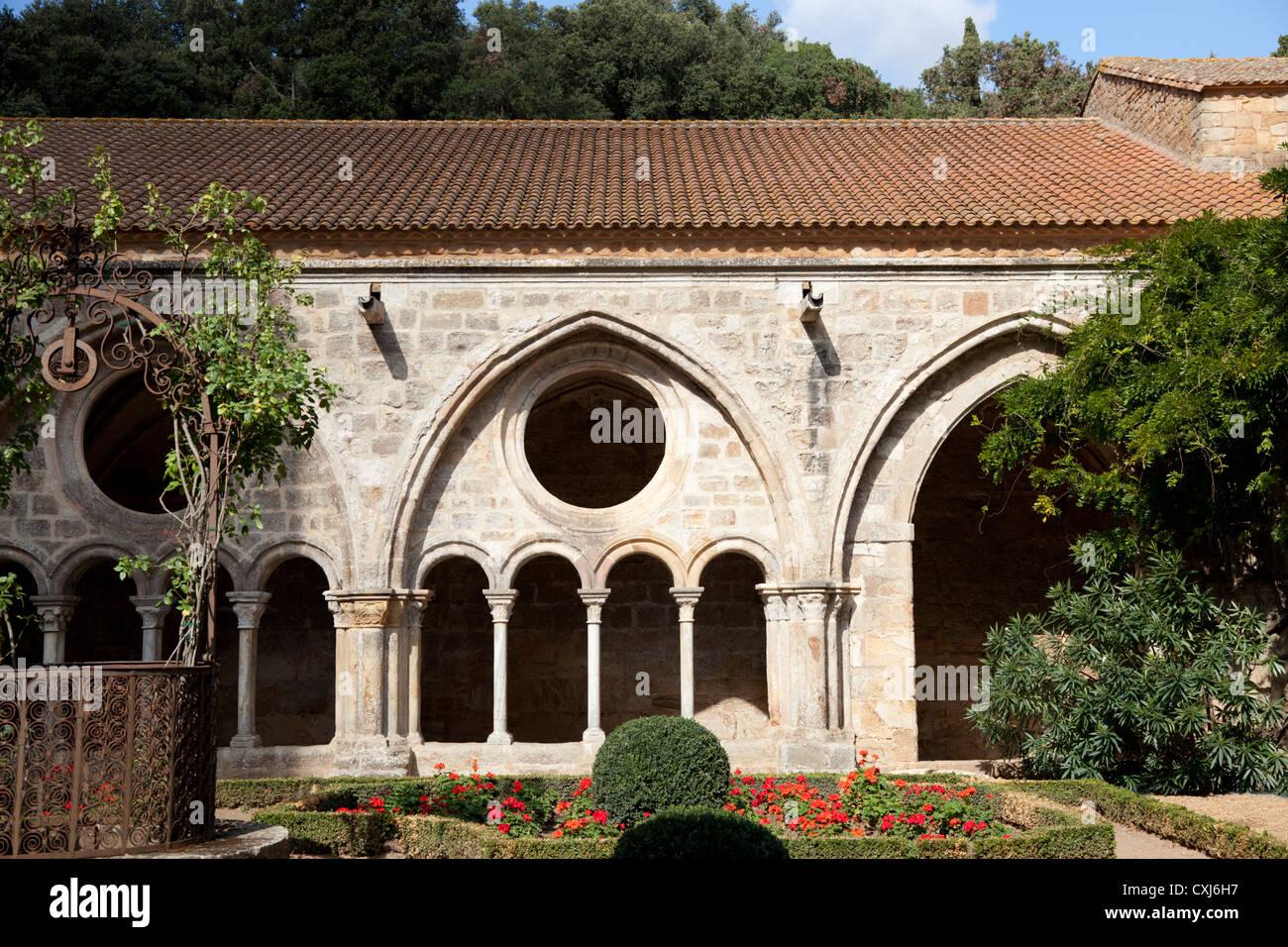 The cloister of the Cistercian Abbey of Fontfroide (Aude - France). Le cloître de l'Abbaye Cistercienne de Fontfroide Stock Photo