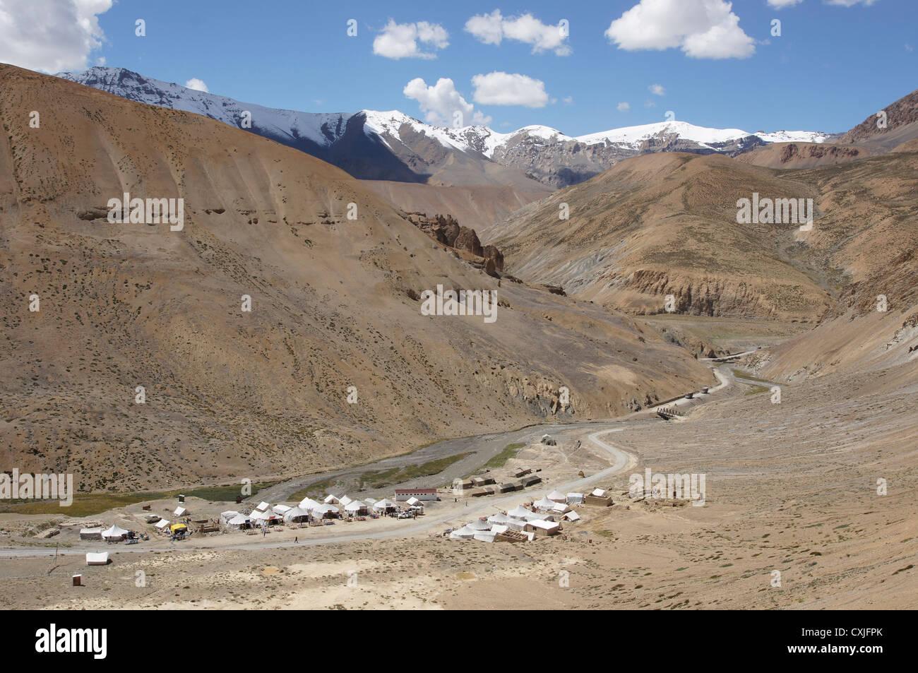 workers camp at pang, manali-leh highway, jammu and kashmir, india - Stock Image