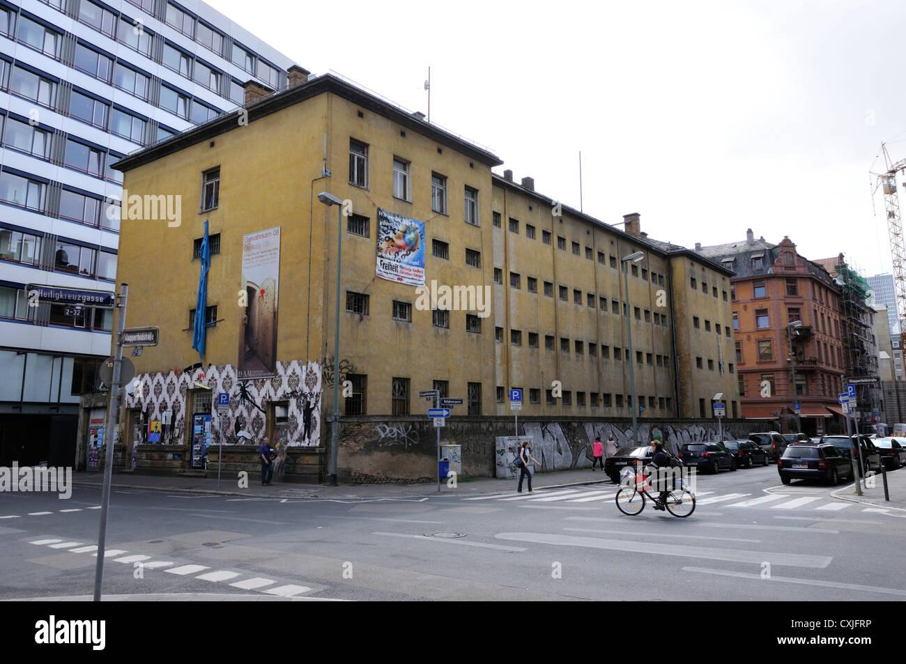 The former police prison at the corner of Klapperfeldstrasse and Heligkreuzgasse, Frankfurt, Germany - Stock Image