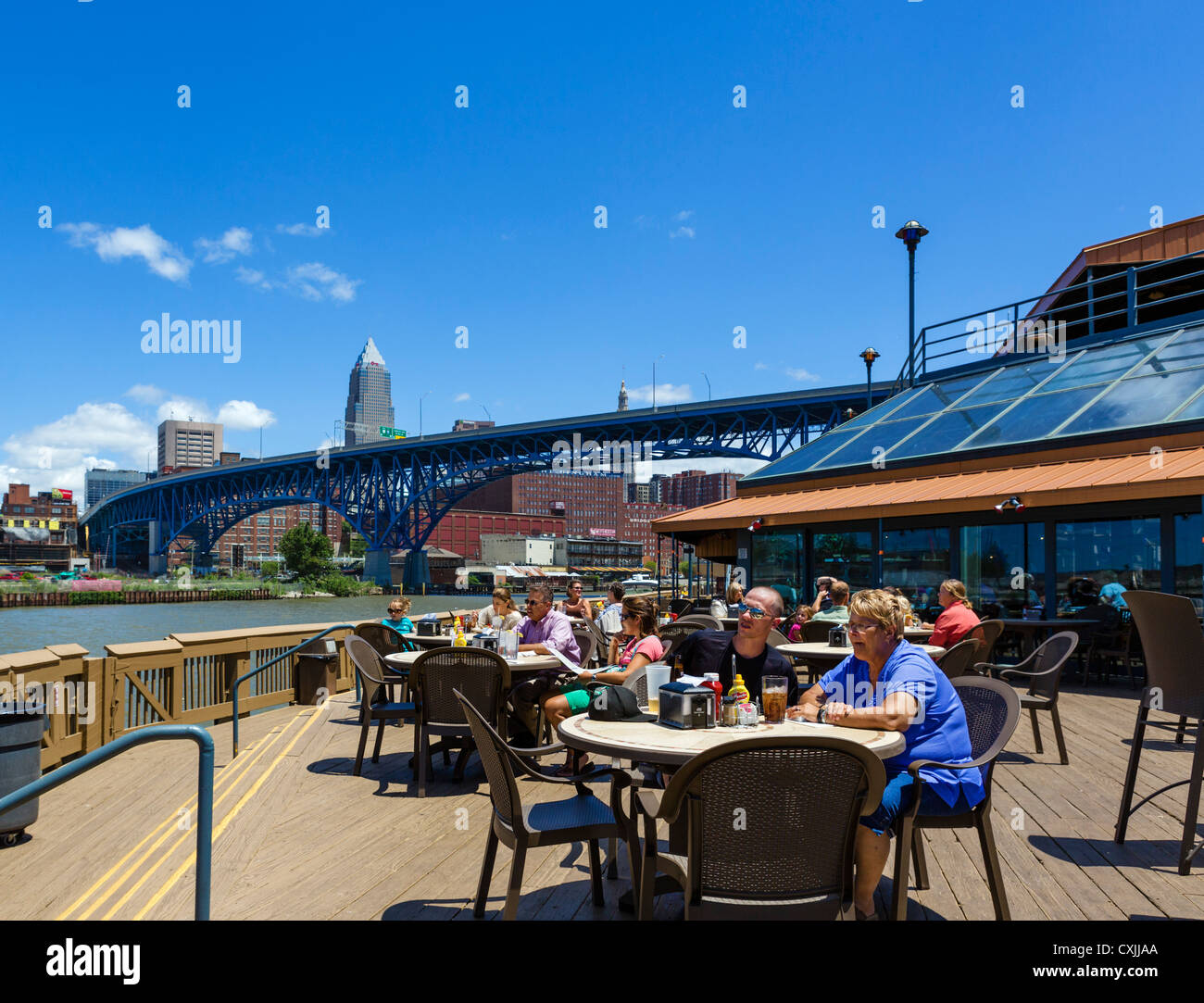 Shooters bar and restaurant on the banks of the Cuyahoga River in the Flats district, Cleveland, Ohio, USA - Stock Image