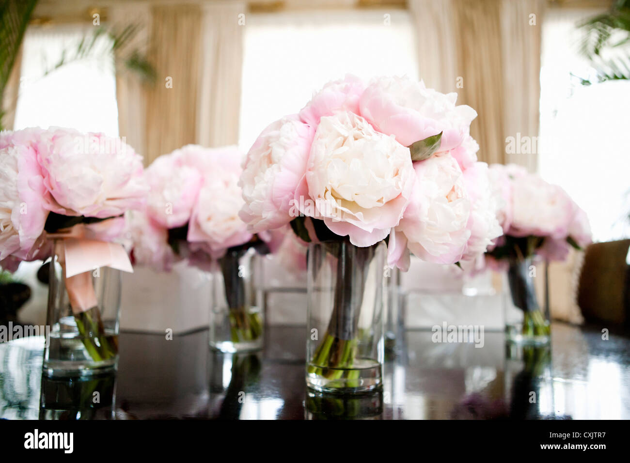 Pink Flower Centerpieces High Resolution Stock Photography And Images Alamy