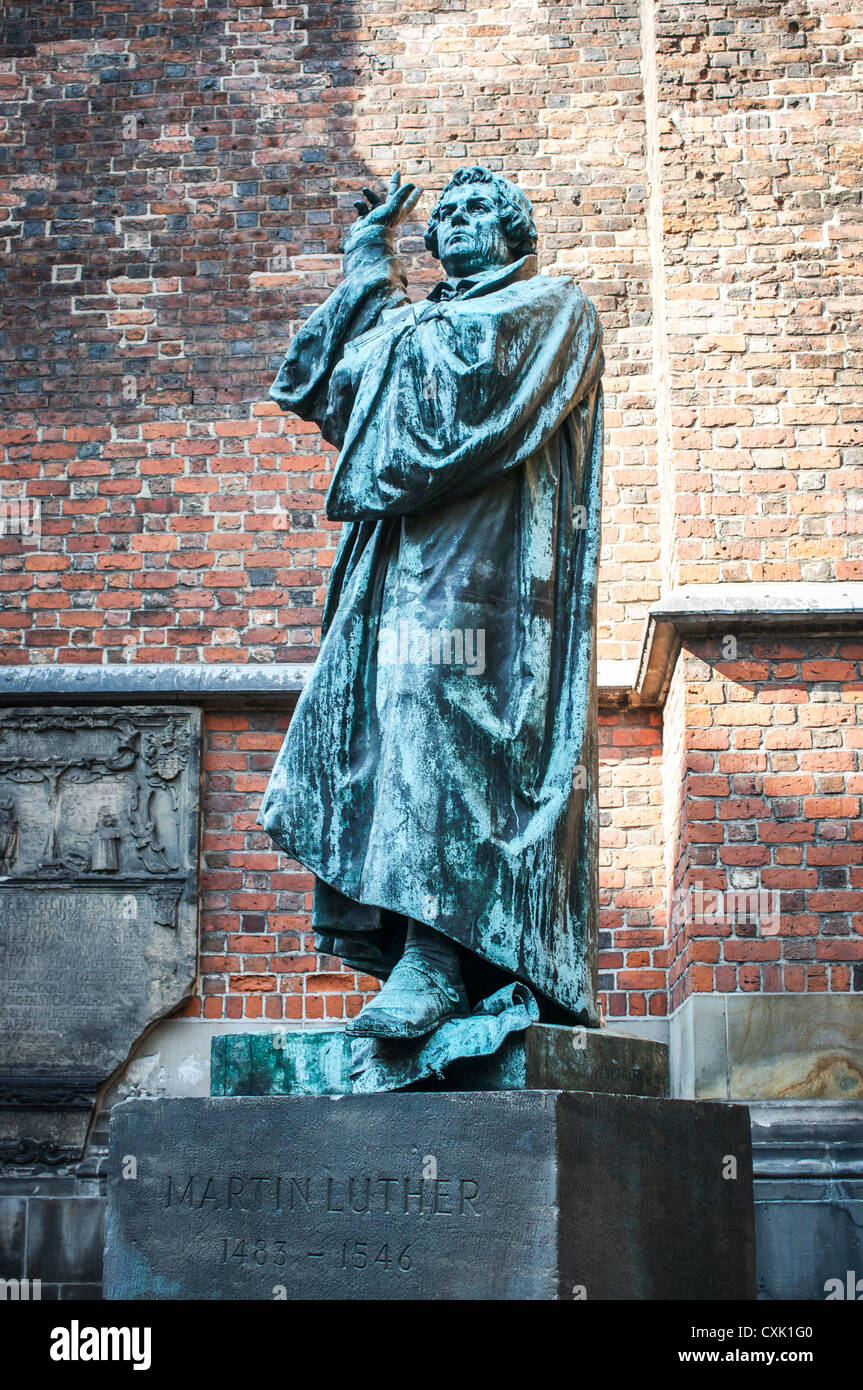 Martin Luther bronze statue outside the 14th Century Marktkirche in Hannover, Germany - Stock Image