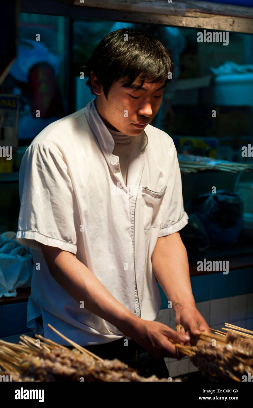 Food vendor at Wangfujing snack street, Beijing - Stock Image