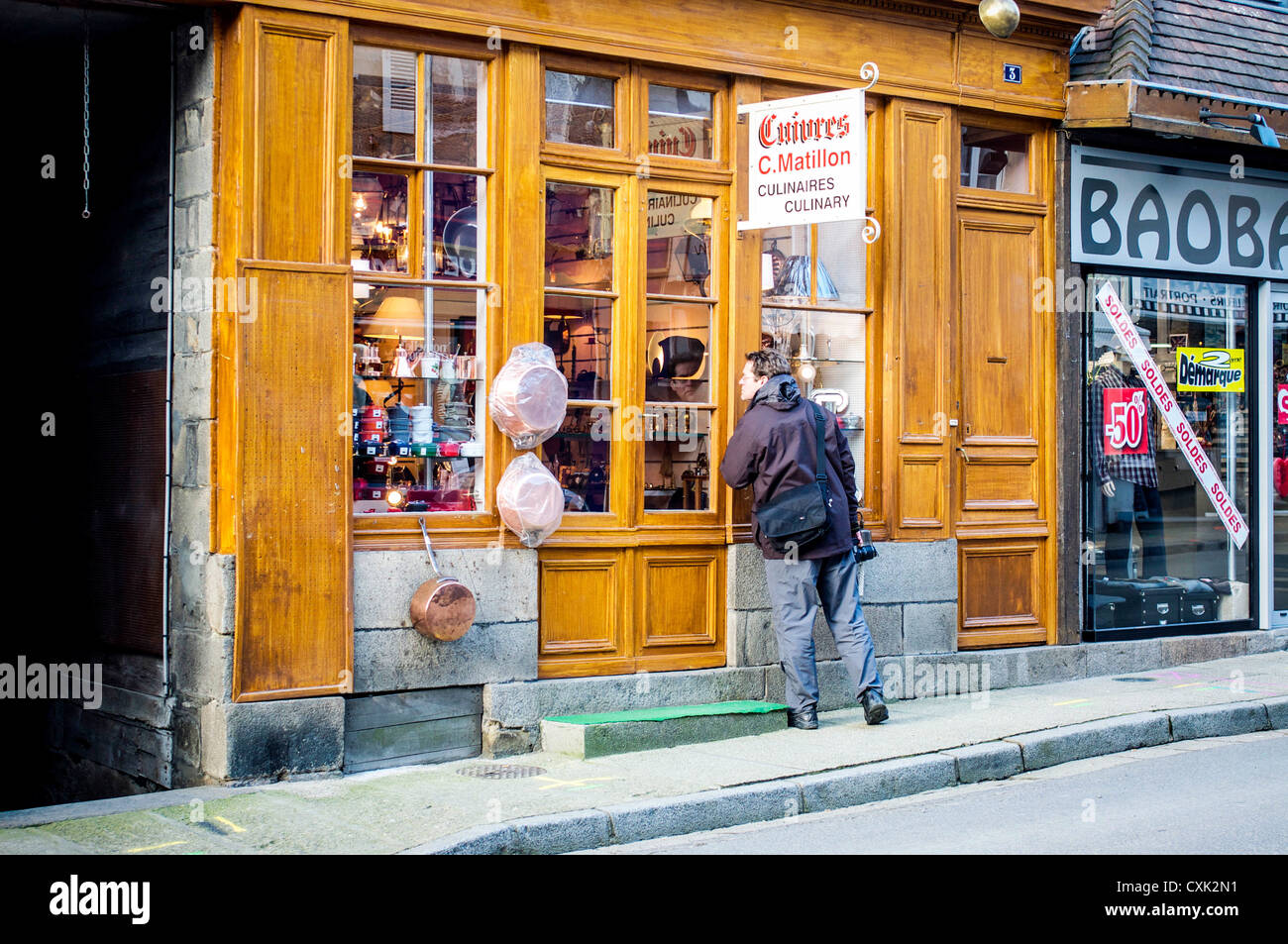 Window shopping for copper pots and pans in the historic copper manufacturing town of Villedieu-les-Poeles in Normandy, - Stock Image