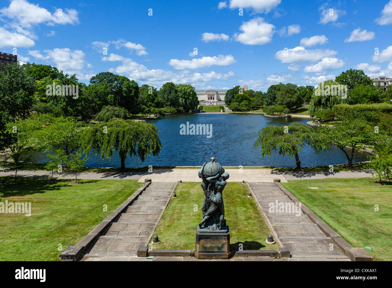 The Cleveland Museum of Art with Frank Jirouch's sculpture 'Night Passing the Earth to Day' in foreground, - Stock Image