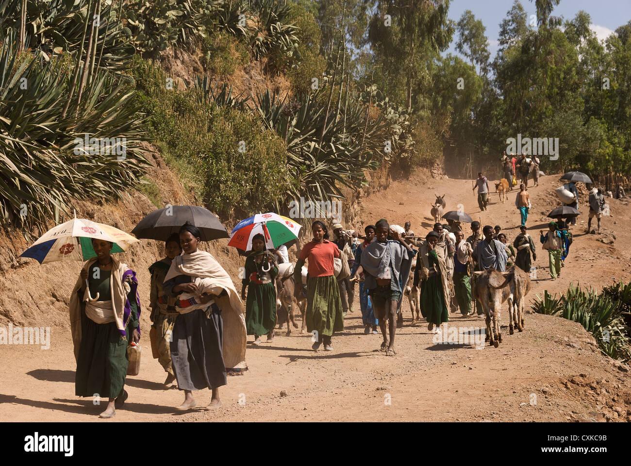 Elk200-3045 Ethiopia, Lalibela, people coming to market - Stock Image
