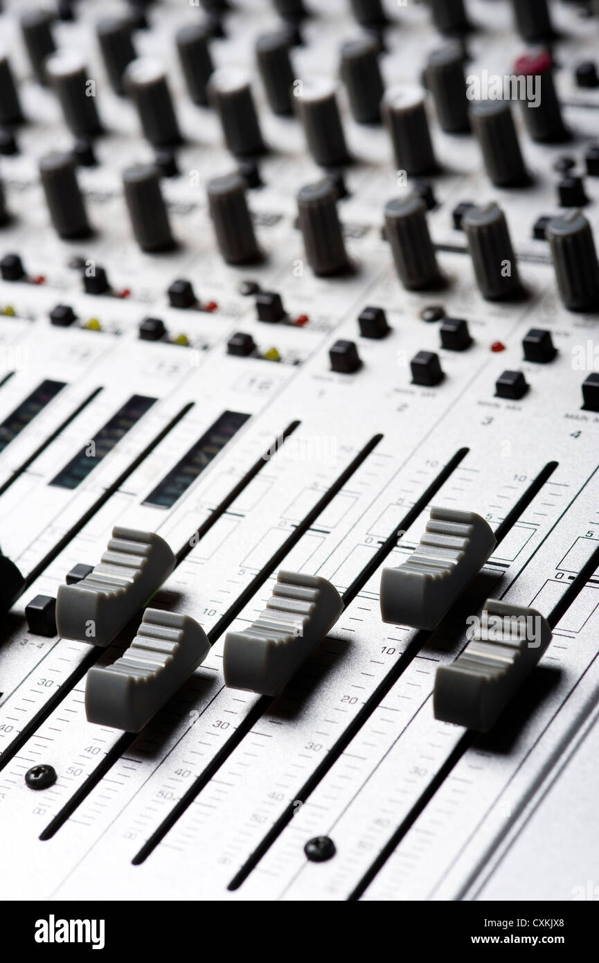 audio recording essay When they begin recording, they have to be very careful about the levels and the quality of the sound recording engineers make about $25,000 to $100,000 a year as a fully fledged recording engineer, you will have a pretty busy lifestyle  essays related to recording engineer 1  type of work recording engineer execute recording.