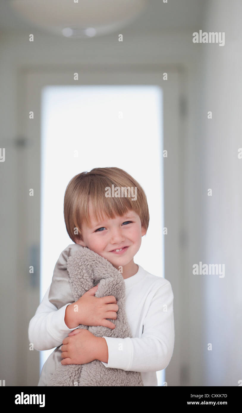 Young boy with blanket in hallway - Stock Image