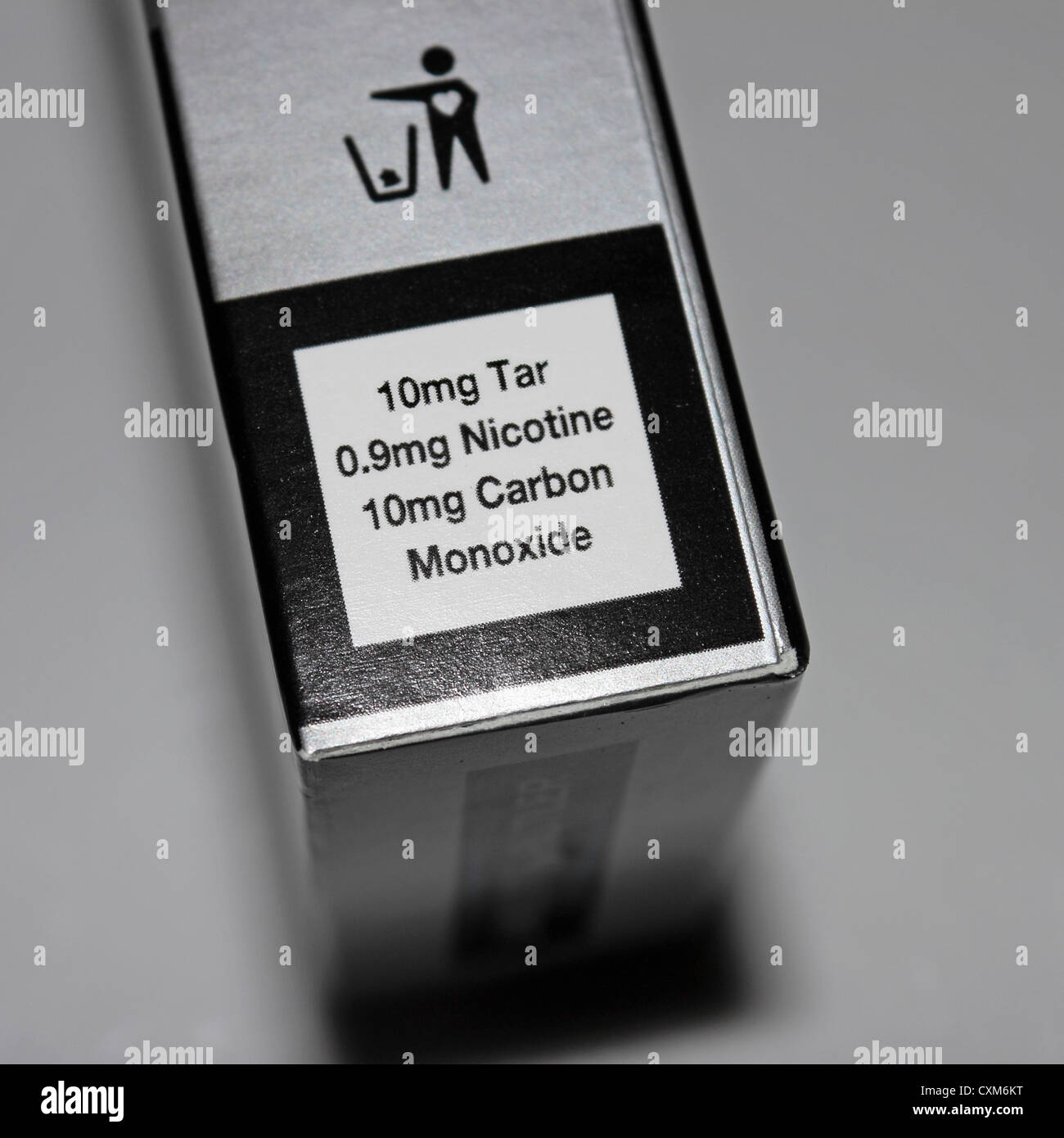 Cigarette packet content information 10mg Tar, 0.9mg Nicotine, 10mg Carbon Monoxide - Stock Image