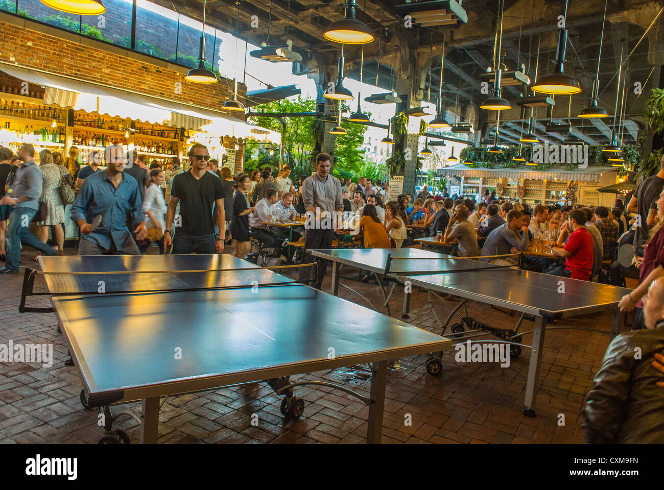 Beer Pong Stock Photos & Beer Pong Stock Images - Alamy