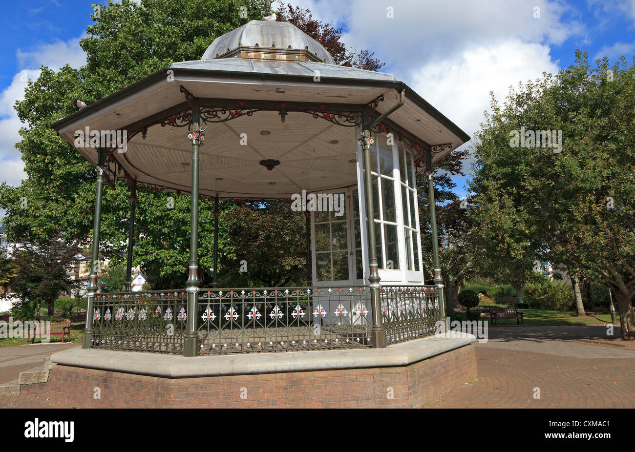 Bandstand in fountain and Dartmouth gardens. - Stock Image