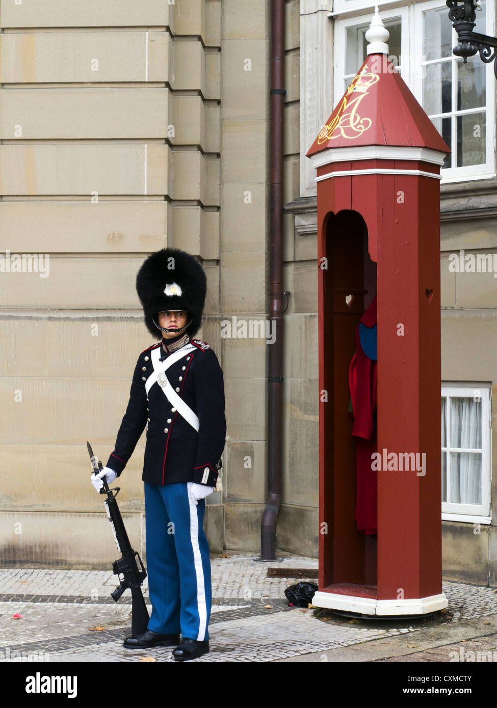 A Danish soldier stands guard outside Amalienborg, the winter home of the Danish royal family, Copenhagen, Denmark Stock Photo