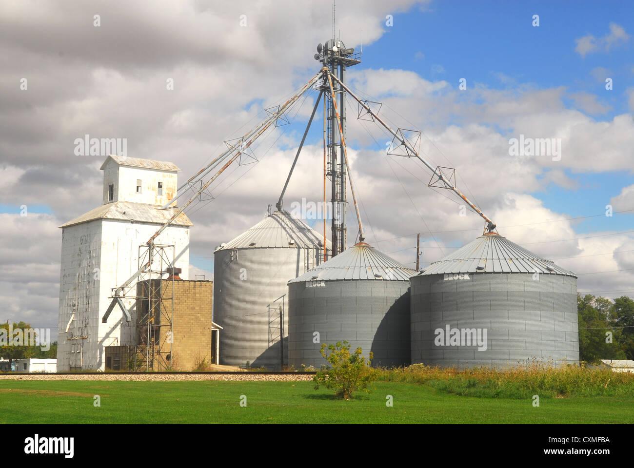Farming silos along historic Route 66 in Illinois - Stock Image