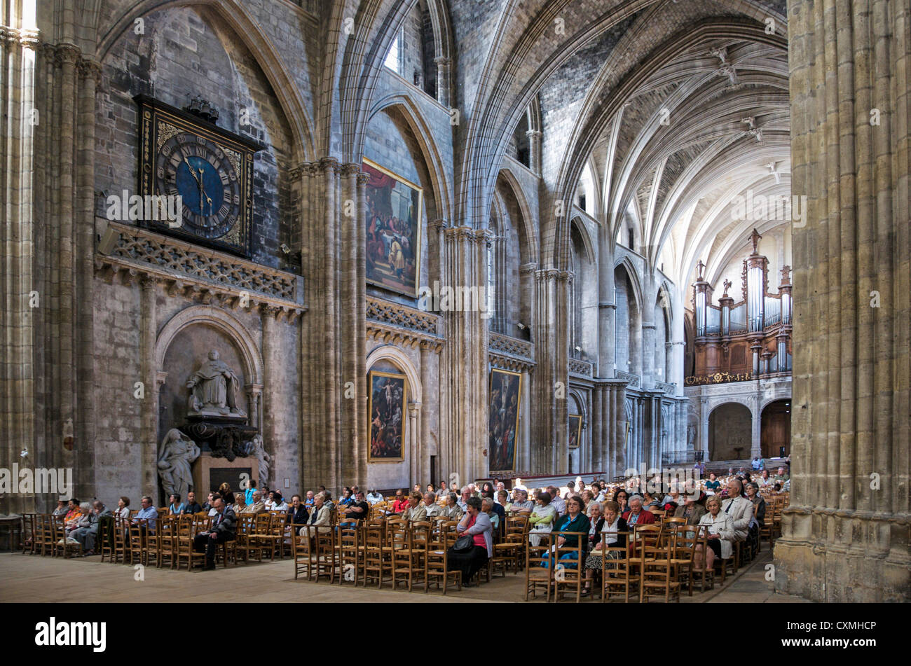 People / worshipers inside Saint Andre Cathedral, Bordeaux, France - in the city centre - Stock Image
