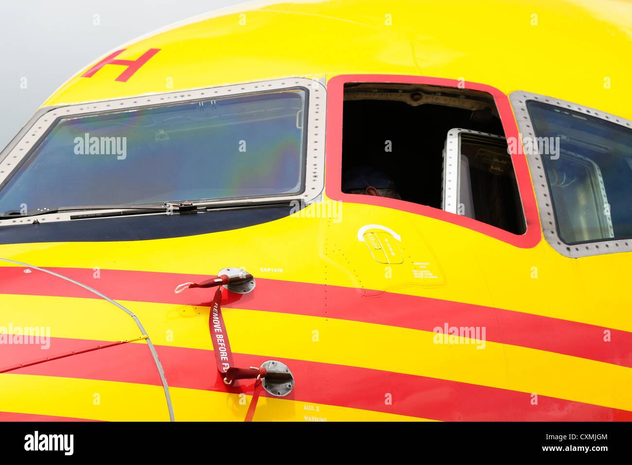closeup of a dhl boeing 757 cockpit stock photo 50855412 alamy. Black Bedroom Furniture Sets. Home Design Ideas