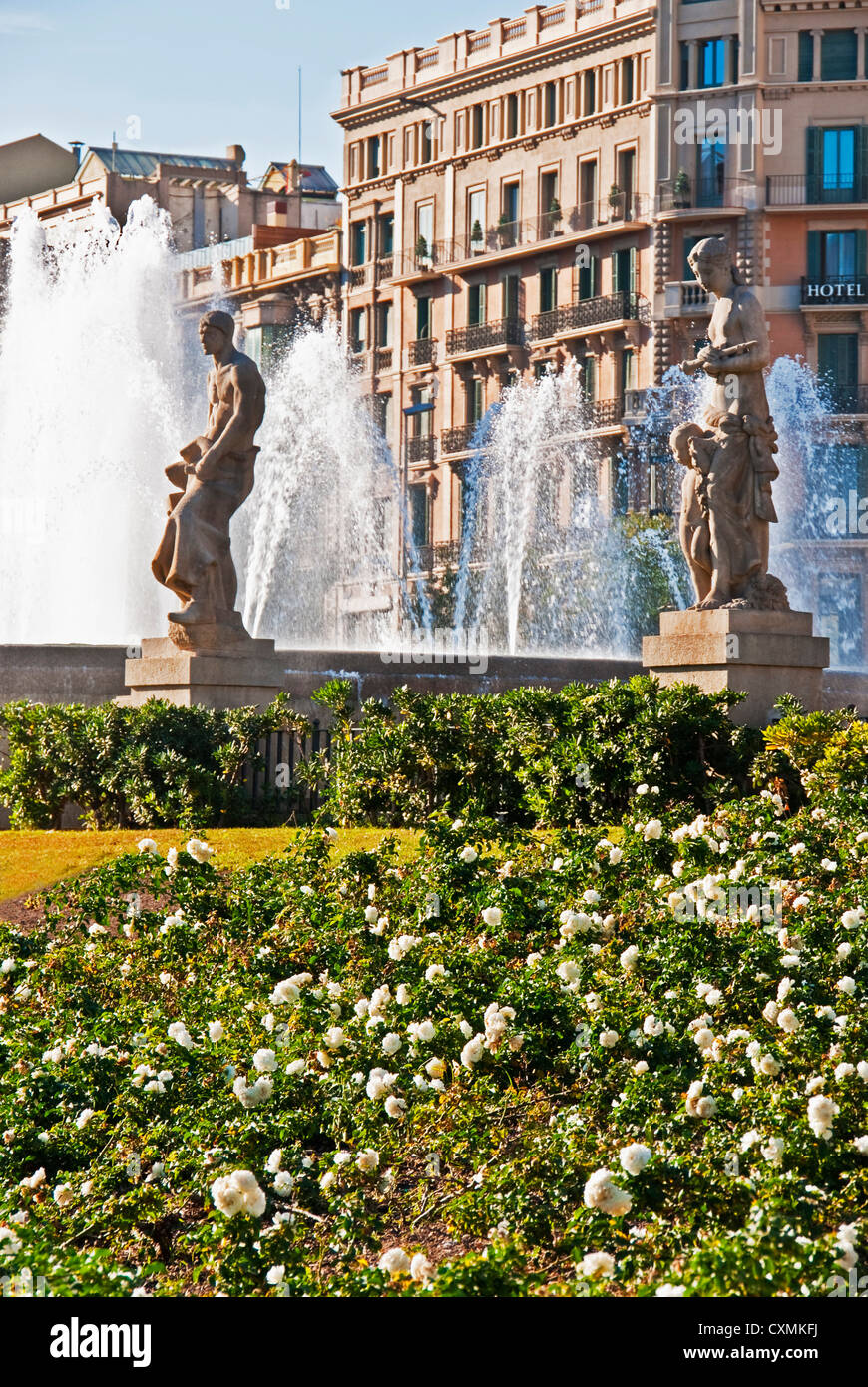Barcelona's central Placa de Catalunya statues and fountains - Stock Image