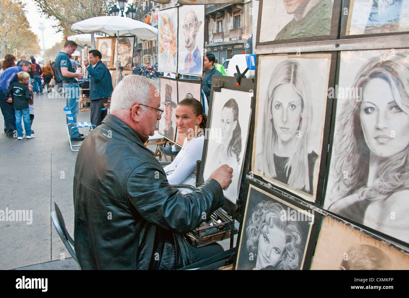 Artist on Las Ramblas in Barcelona sketching portrait - Stock Image