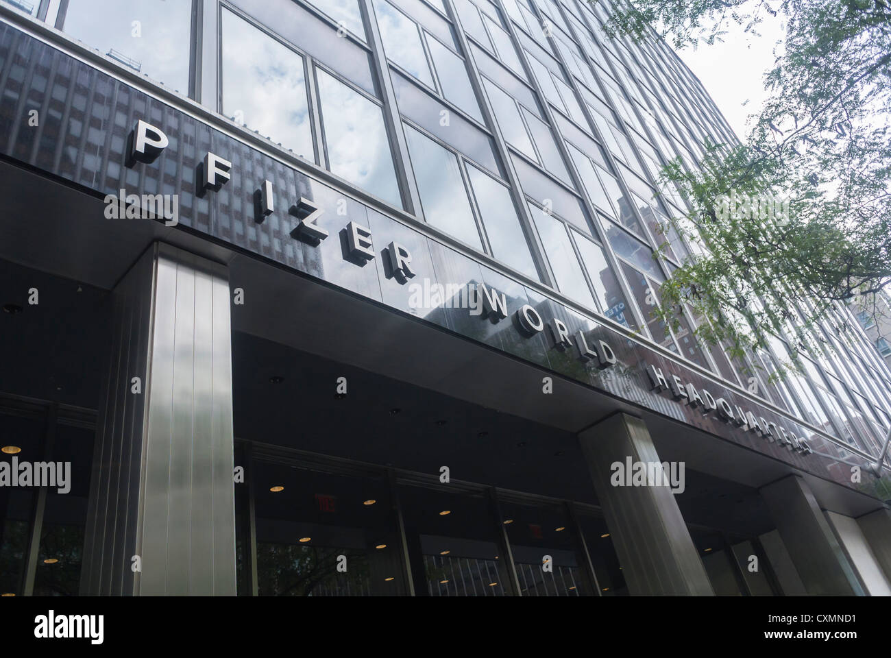 New York Ny Usa Pfizer Pharmaceutical Corporation World Stock Photo Alamy