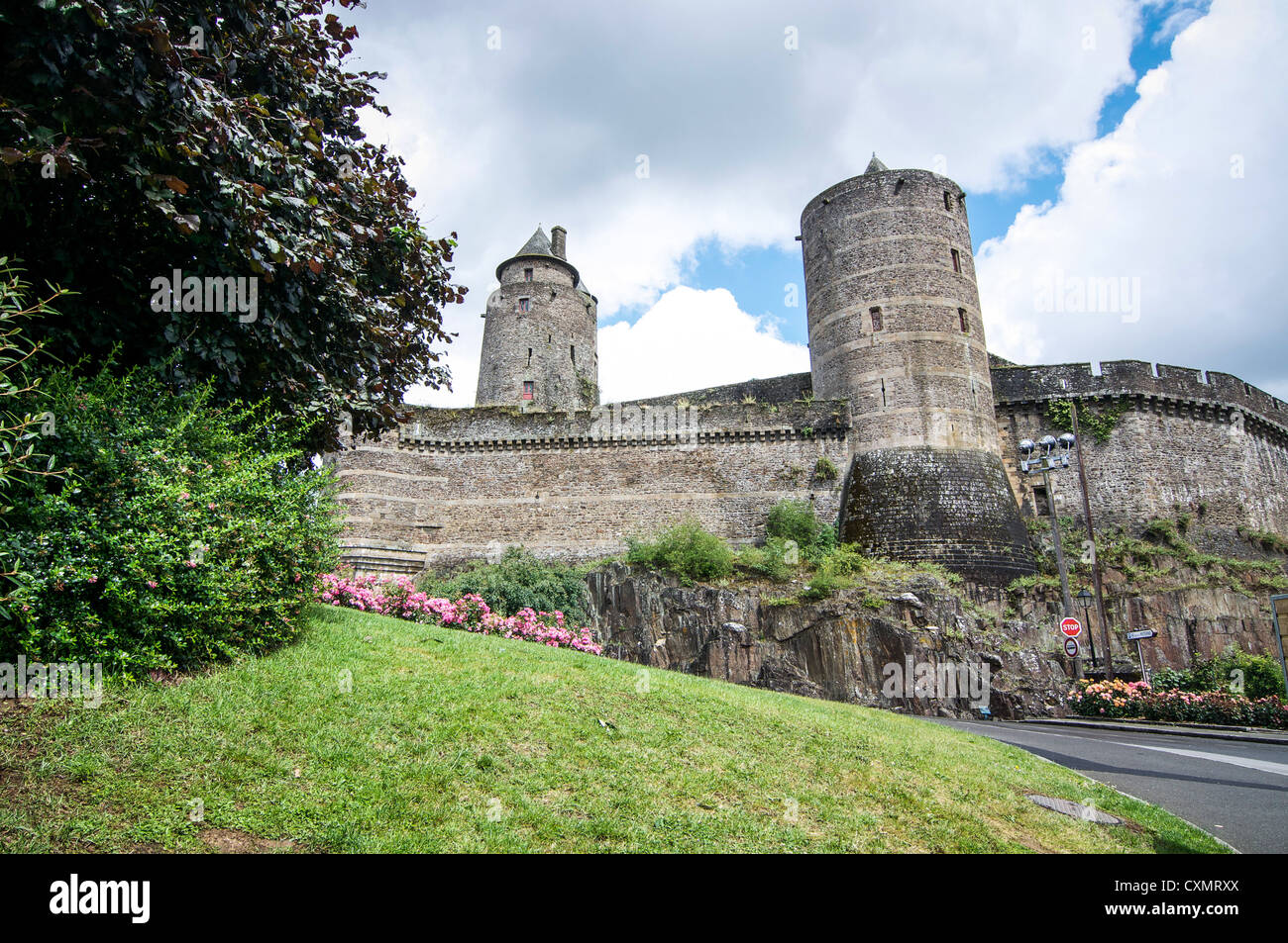 Round stone towers visible in the wall of the fortified medieval stronghold Chateau de Fougeres in Brittany, France. - Stock Image