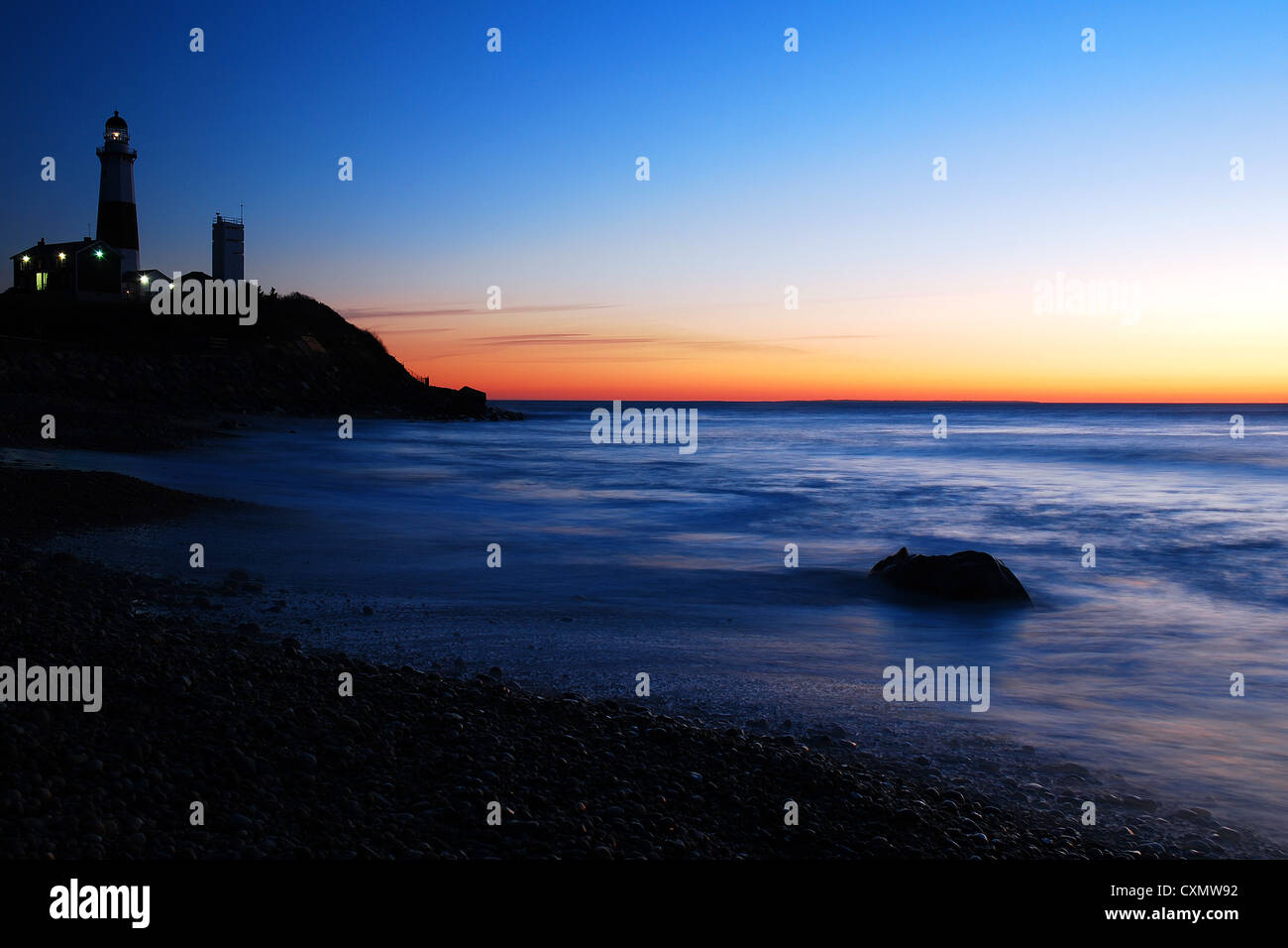 Dawn breaks on the lighthouse at Montauk Point - Stock Image