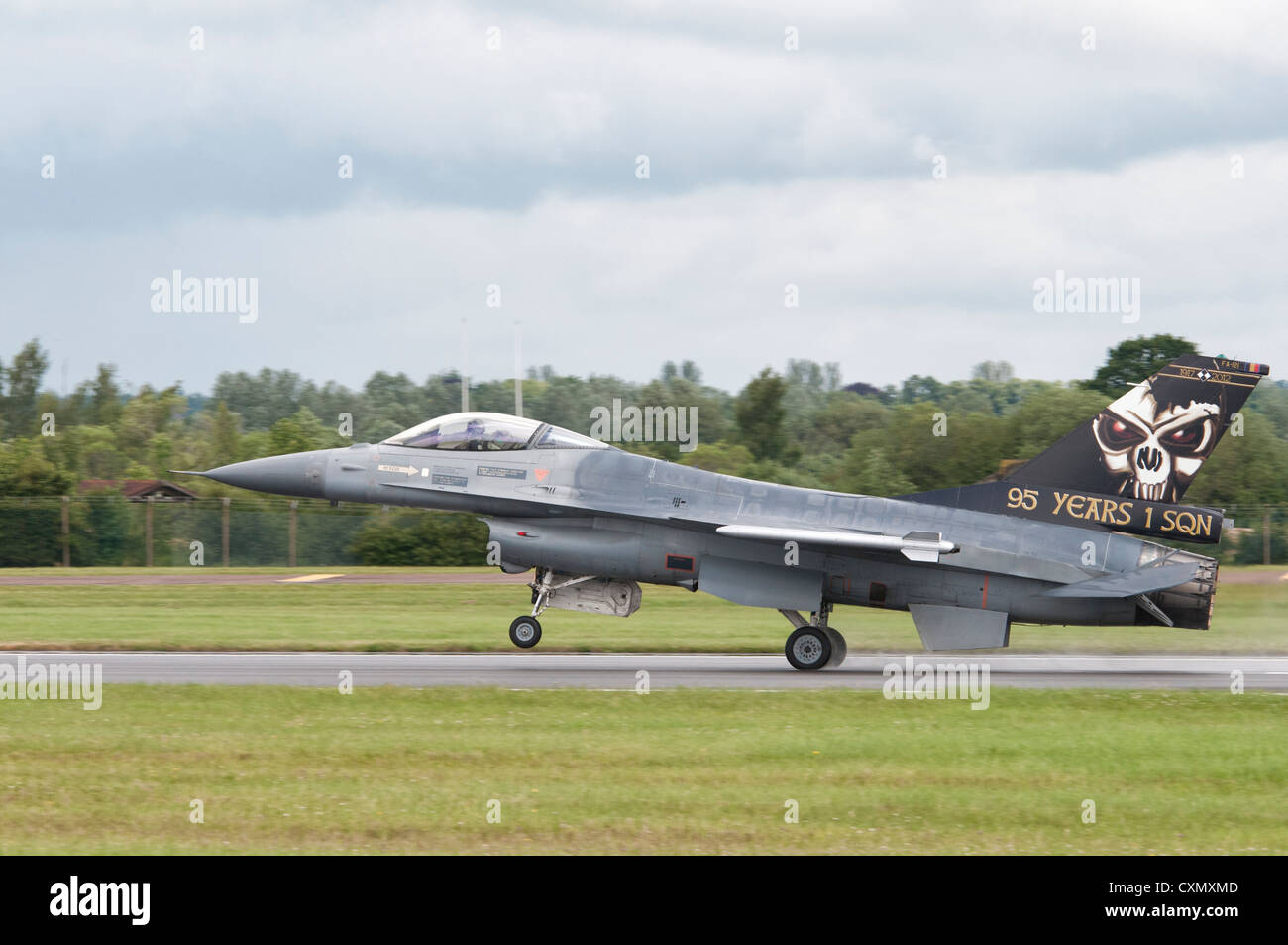 General Dynamics F-16AM Fighting Falcon FA-121 of the Belgium Air Force lands after displaying at the 2012 Air Tattoo Stock Photo