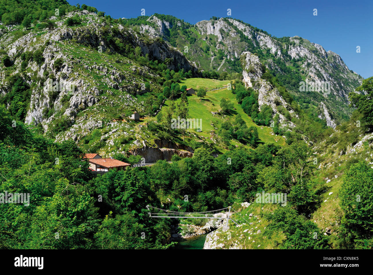 Spain, Asturias: Mountain view of the Valley of river Cares in National Park Picos de Europa - Stock Image