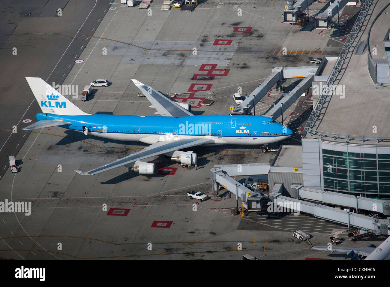 aerial photograph KLM 747 San Francisco International airport SFO - Stock Image