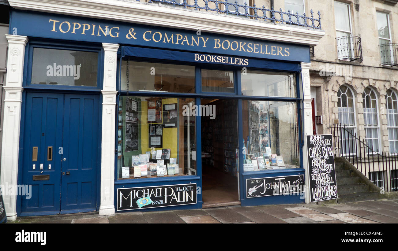 View of the shop front of  Topping & Co. Booksellers store in the City of Bath, Avon Somerset,  England, UK - Stock Image